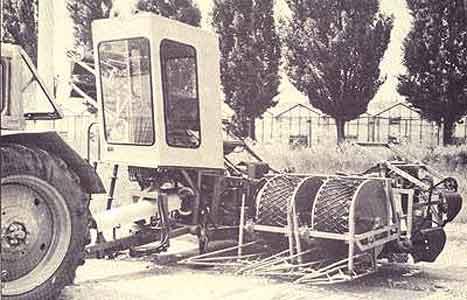 Двухрядная машина для сплошной уборки капусты (УКМ-2)
