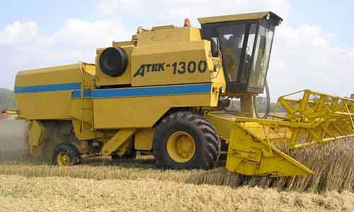 Комбайн зерноуборочный самоходный (Atek 1300)